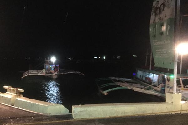 ボートでボラカイ島